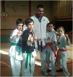 Stage combat dirigé par Mickaël Munier avec les enfants du club le 19 Février 2017